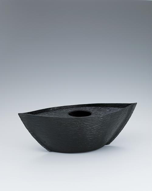 写真:鍛鉄船形花器