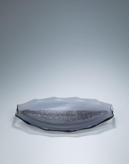 写真:積層プラチナ彩切子器「銀波」