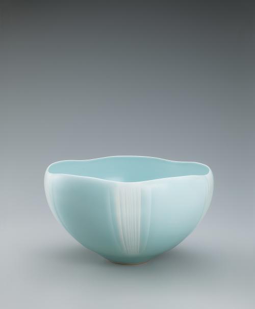 青瓷白暈し鉢「瀑布」