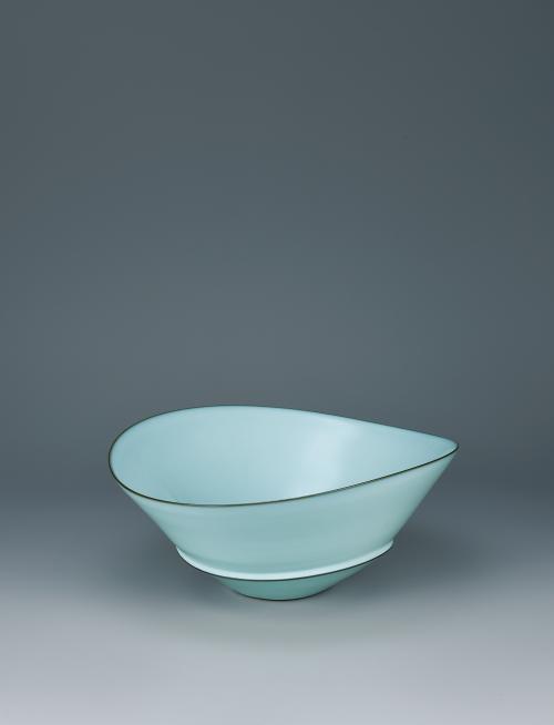 中野月白瓷蝶鉢