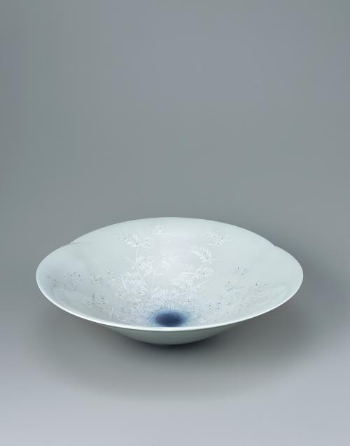 淡桜釉裏金銀彩草叢文鉢