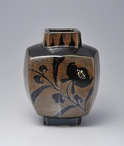 鉄釉方形花鳥文壷