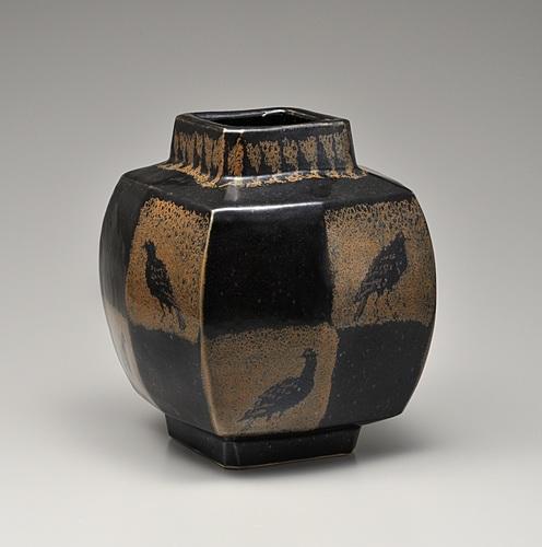 鉄釉方形鳥文壷