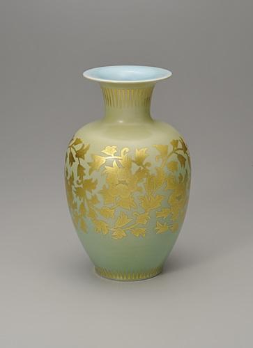 釉裏金彩牡丹唐草文花瓶