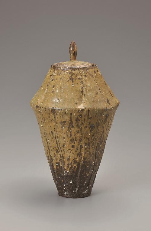 灰釉彩刻線飾壺