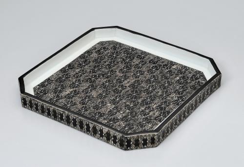 幾何紋銀彩角皿