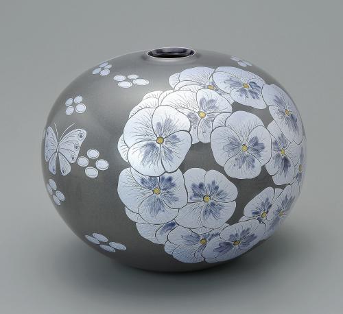 墨地紫苑釉裏銀彩花文壺