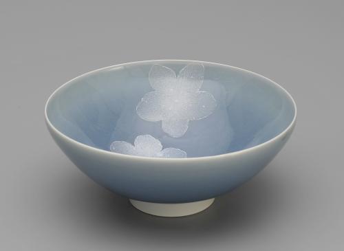 青磁釉彩花紋茶盌