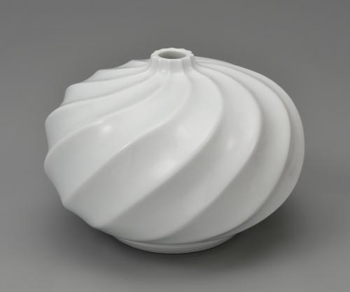 重要無形文化財保持者 井上萬二 白磁渦文壷-公益社団法人日本工芸会