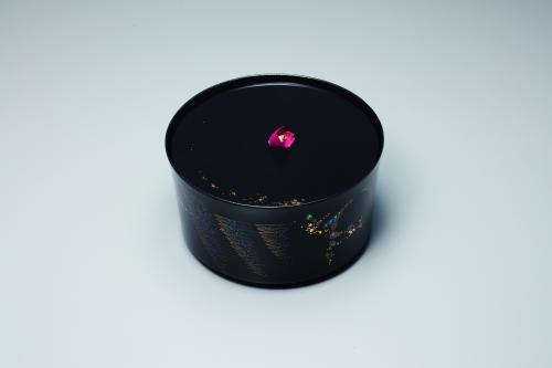 金胎蒔絵水指「椿」