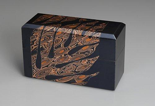 金銀銅杢目金切嵌葉文飾箱