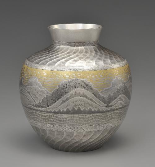 墨絵象嵌南鐐花瓶「山の彼方」