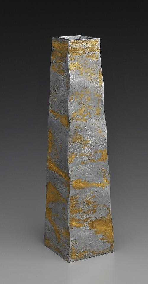 鋳金金彩四方花器