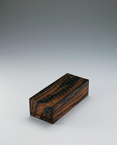 黒柿拭漆象嵌箱