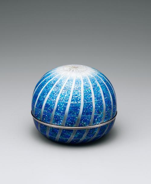有線七宝蓋物「青い煌」