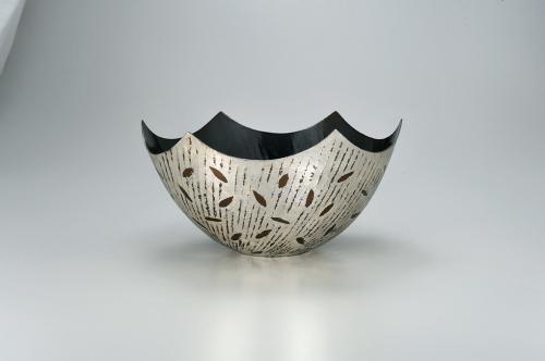 鍛銀彩黒銅花器