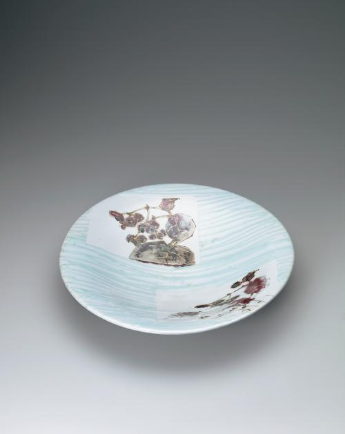 鉄絵銅彩秋海棠文鉢