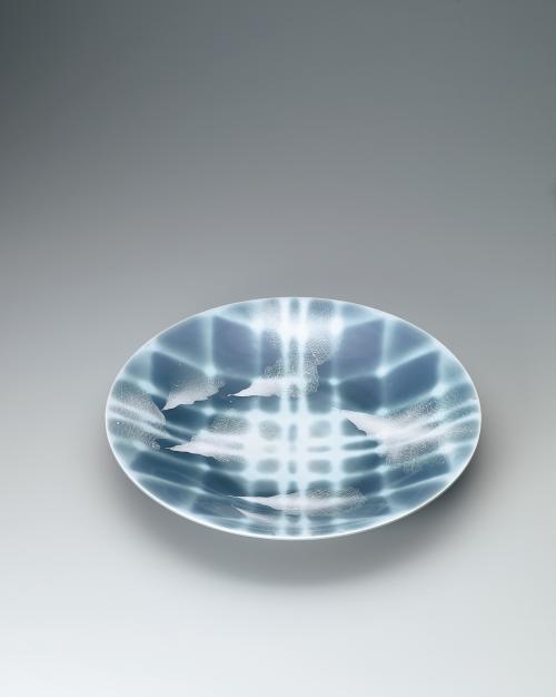 青磁釉彩葉紋皿