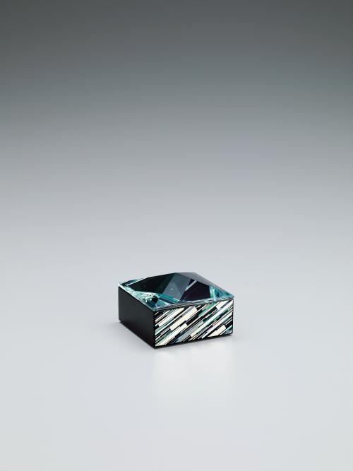 彩切貝とガラスの小箱「雪紀行」