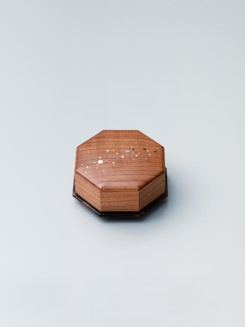 紅梅造嵌装香盒