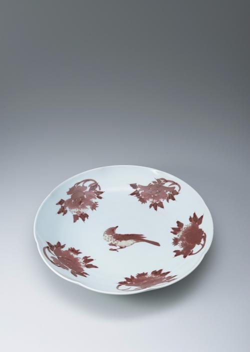 釉裏紅鵯牡丹文皿