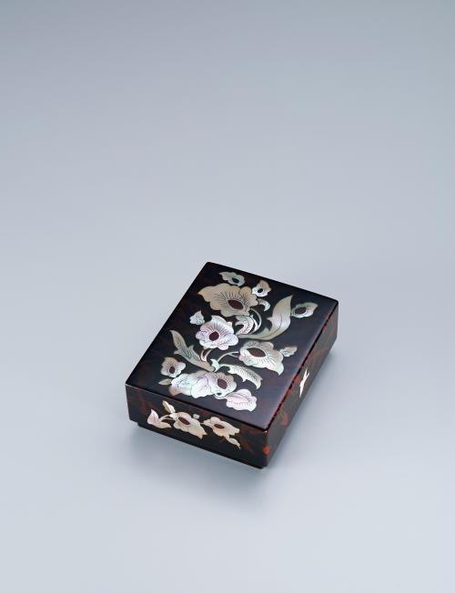 玳琩螺鈿花文小箱