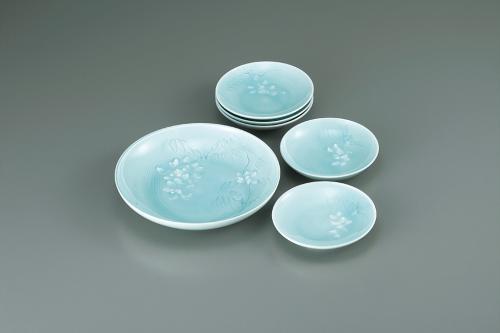 青白磁白藤図組皿