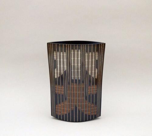 鋳ぐるみ鋳銅花器「火と水と」