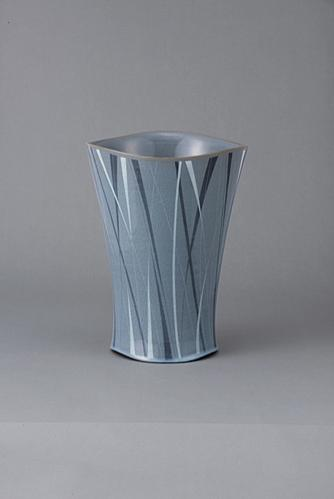 青磁象嵌花器