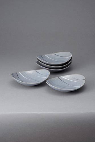 青磁象嵌楕円鉢