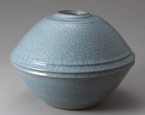 青瓷線彫文壺