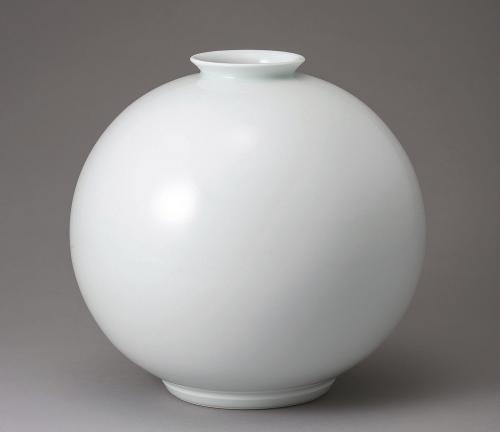 白磁丸形壺