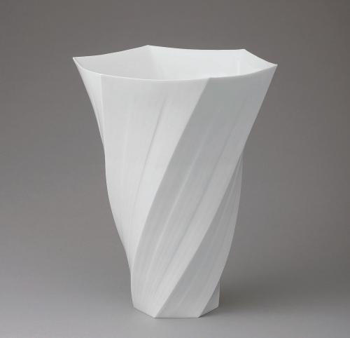 白磁釉象嵌花器