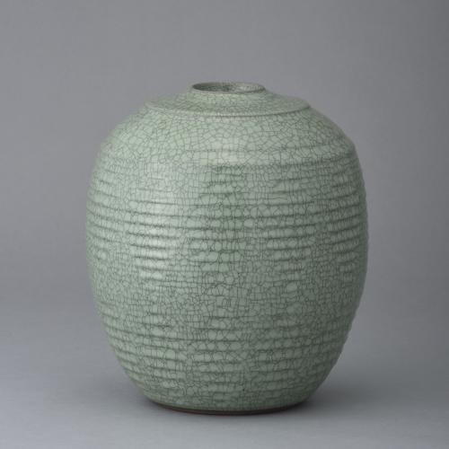 翠青瓷彫文壺
