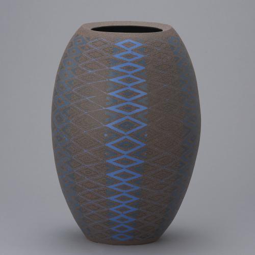 青色象嵌花器